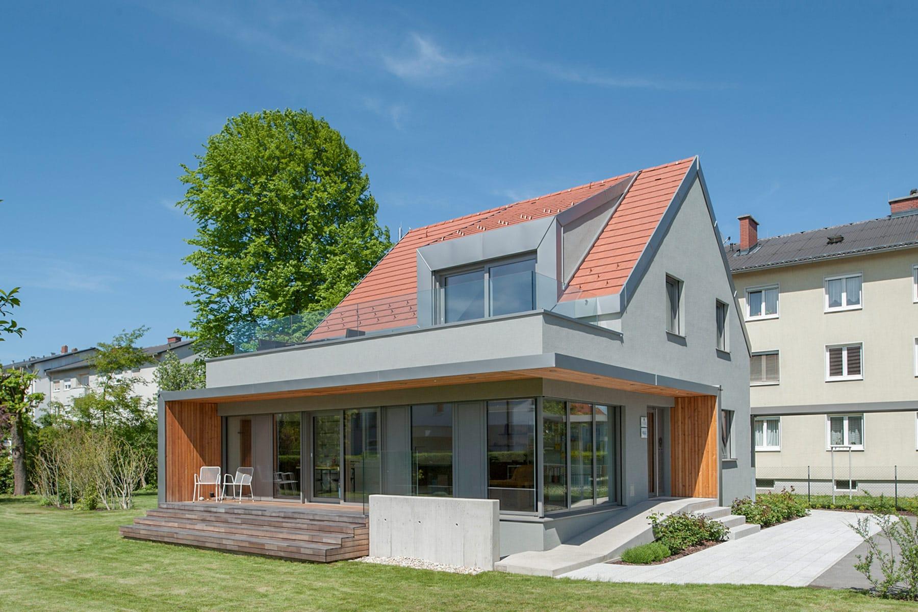 Gartenfassade, Umbau in Pasching; architekt; haus; modern; architektur; pasching; zubau; büroerweiterung; wohnung