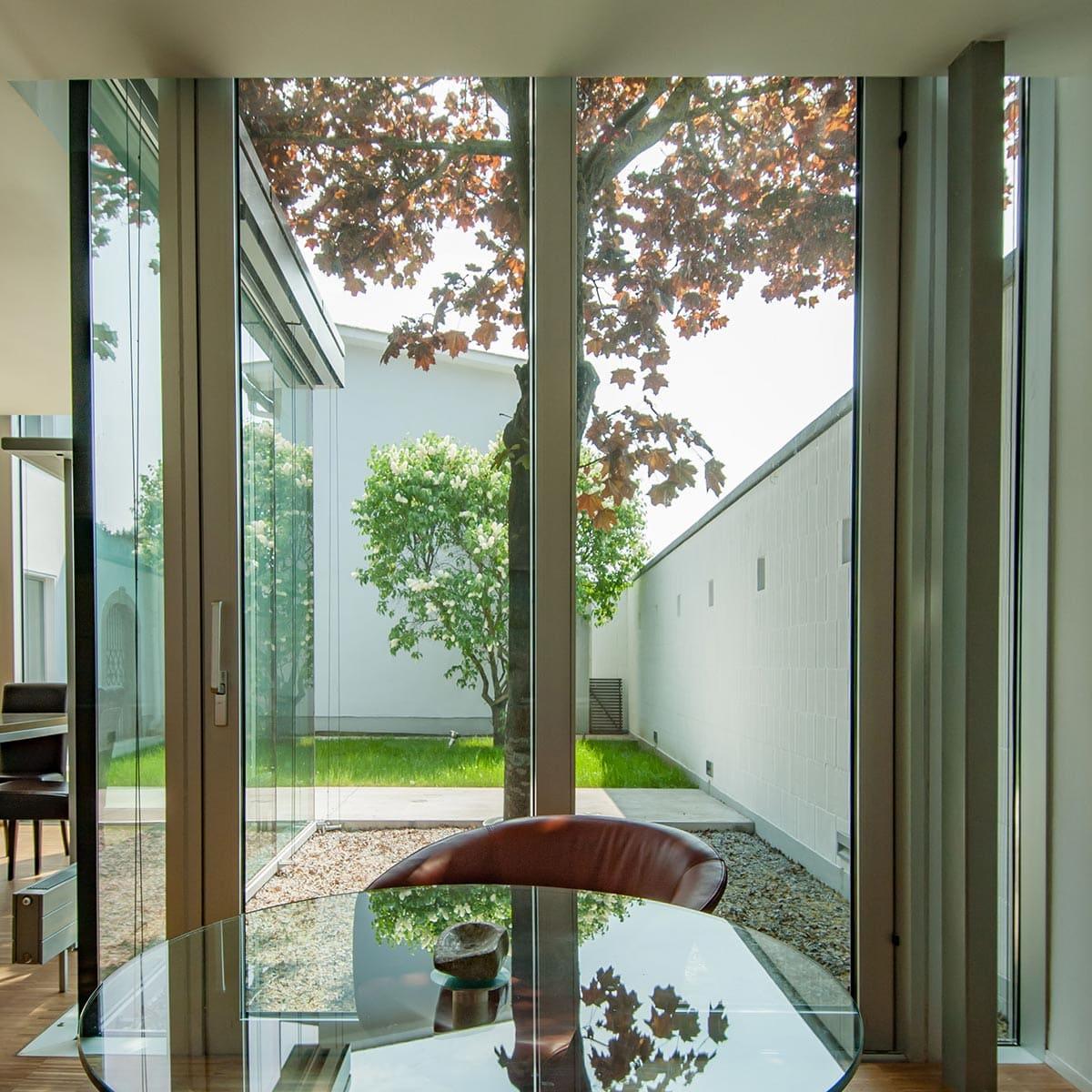 architekt, büro, büroumbau, zubau, architekturentwurf, fassade, kunst, innenhof, büro im garten, baum, architektur