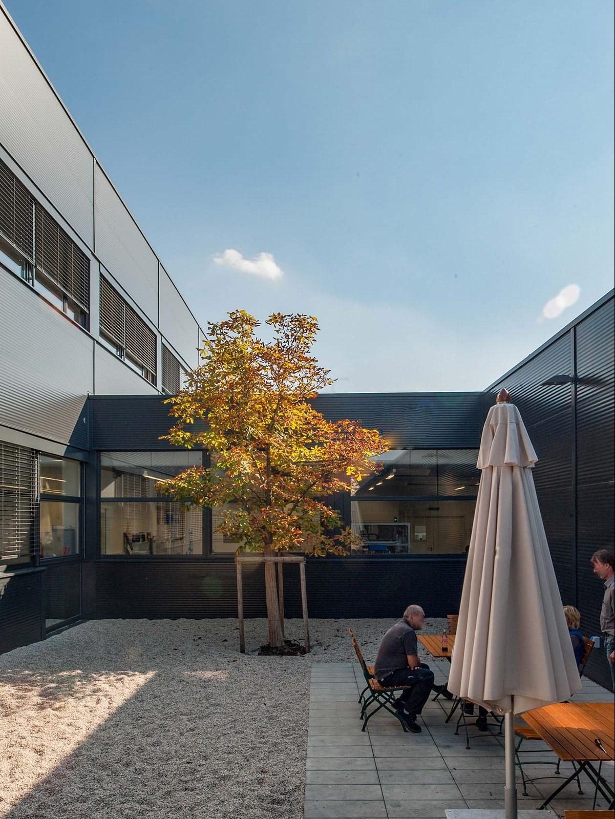 Innenhof, Neubau, Firma, Architektur, Produktionsbetrieb, Peaktechnology, Holzhausen, Carbon, Kohlefaser